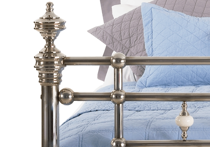 Side casting close up of the Boyne chrome bed