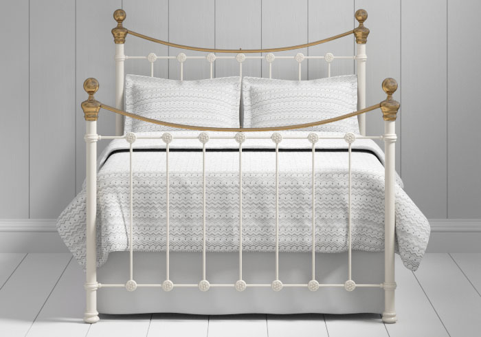 Selkirk iron bed in ivory with brass