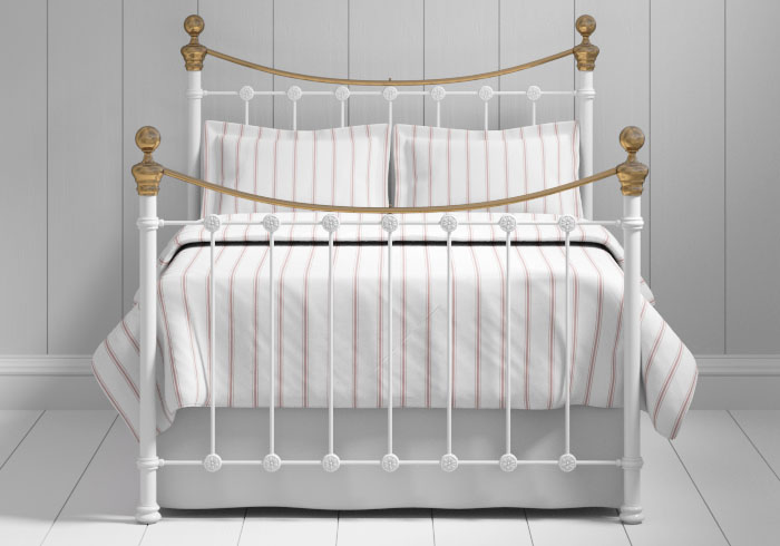 Selkirk iron bed in white with brass