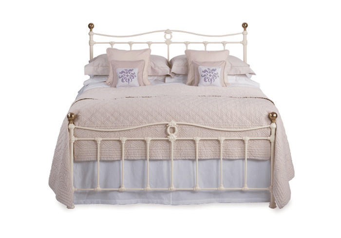 Tulsk low footend iron bed in glossy ivory with antique brass knobs