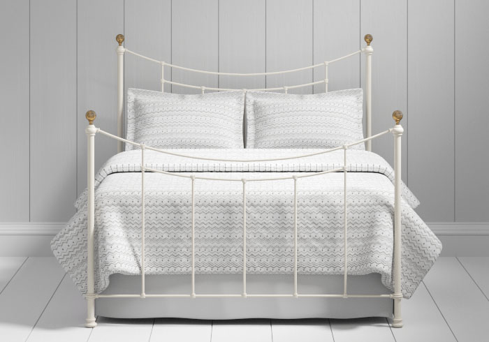 Virginia iron bed in ivory with brass