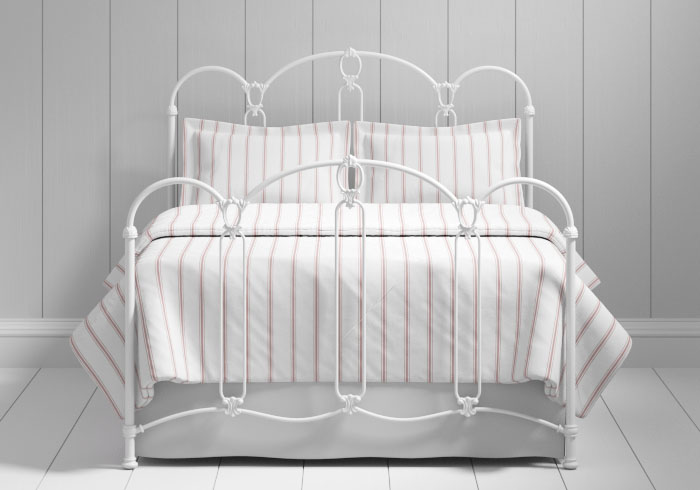 Windsor iron bed in white
