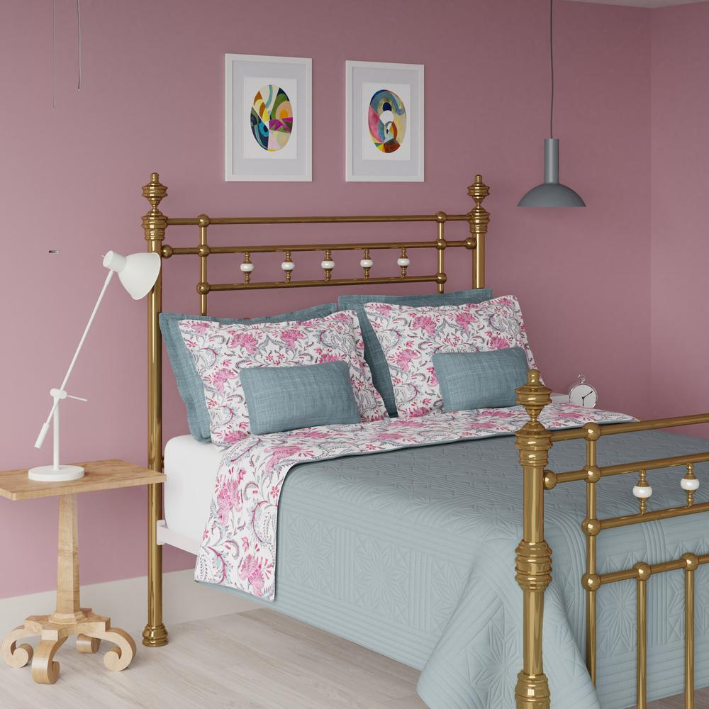 Boyne brass bed in a pink bedroom