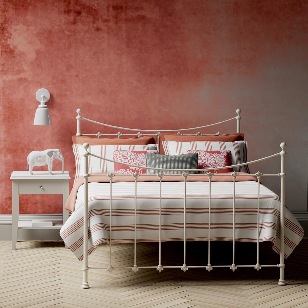 Chatsworth iron bed